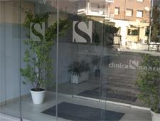 entrada principal clínica sanares