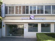 fachada principal clínica sanares